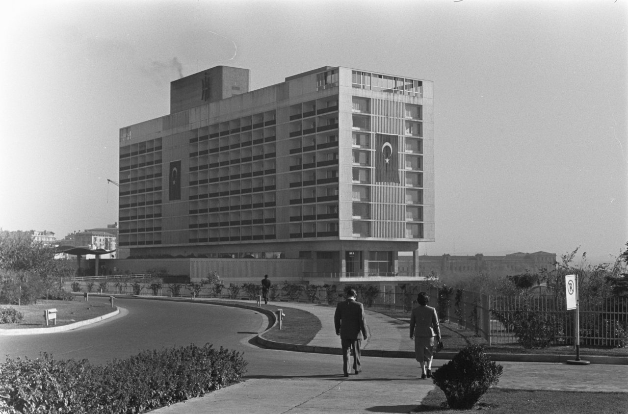 Exterior view of the Istanbul Hilton shortly after opening.